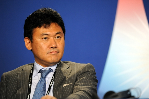 Hiroshi_Mikitani_at_the_37th_G8_Summit_in_Deauville_040